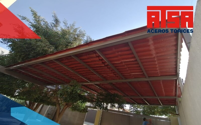 Las tejas de polietileno son también conocidas como láminas tipo teja, o por el nombre de Plastiteja. Estas son sus ventajas.